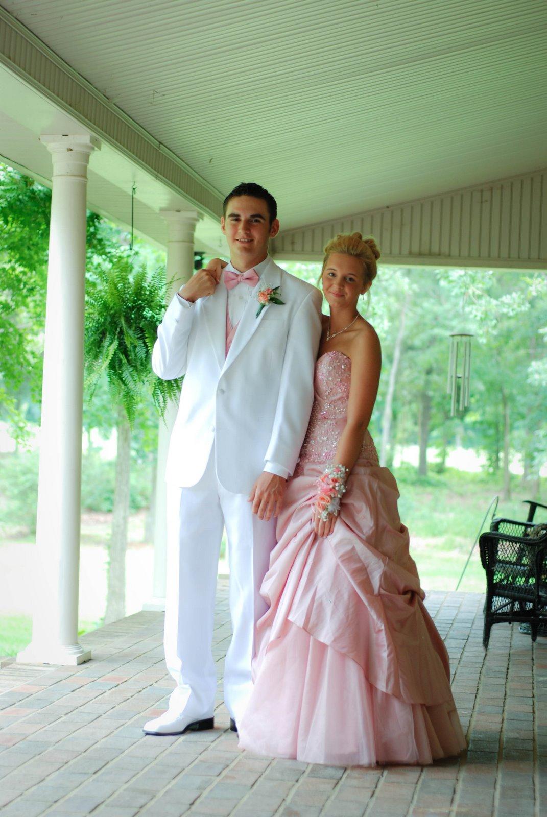 Prom couple dress up